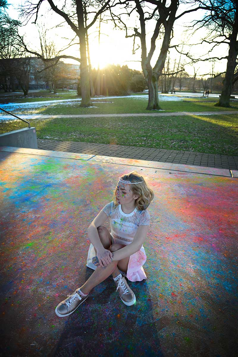 Sarah-Fee-Stetten-Farbexplosion-Staubwolken